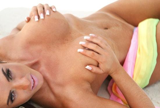 Capa Playboy Outubro Panicat Nicole Bahls Fica Nua Praia