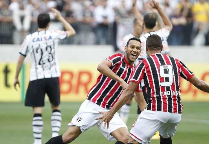 ESPORTE:O primeiro Corinthians x São Paulo disputado em Itaquera foi espetacular. Gol no início, pol...