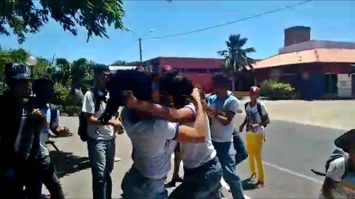 Briga ao lado da Escola Municipal Roland Jacob. (Imagem: Reprodução)