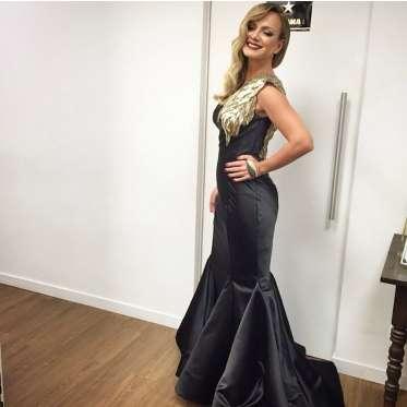 Eliana usa vestido exclusivo avaliado em R$ 8.500 com detalhe banhado ...
