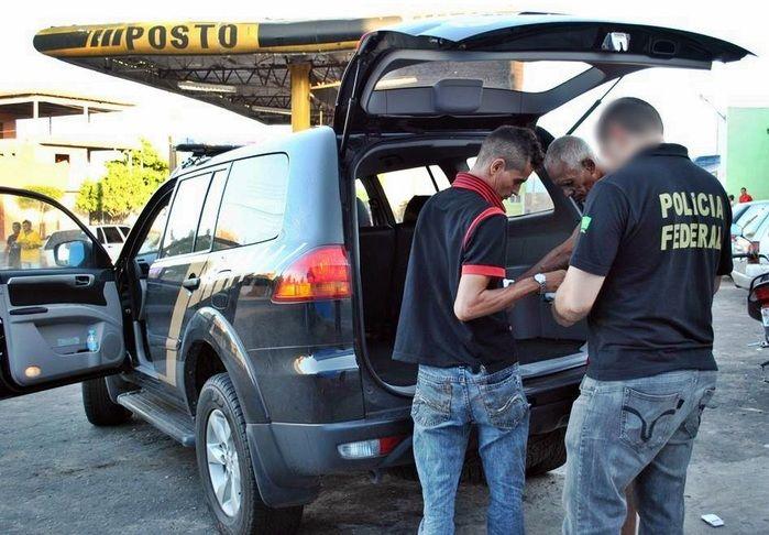 Momento do flagrante na cidade de Cocal da Estação. (Foto: Blog do Coveiro)