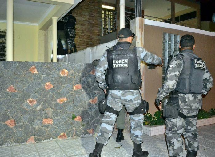 Policiais da Força Tática de Parnaíba participaram da operação. (Foto: Kairo Amaral)