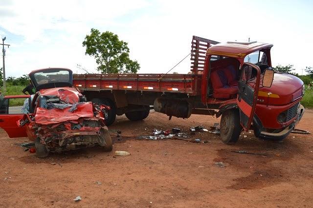 Condutor do caminhão foi detido e encaminhado para delegacia de Buriti dos Lopes. (Foto: Frank Cardoso / Boca do Povo)