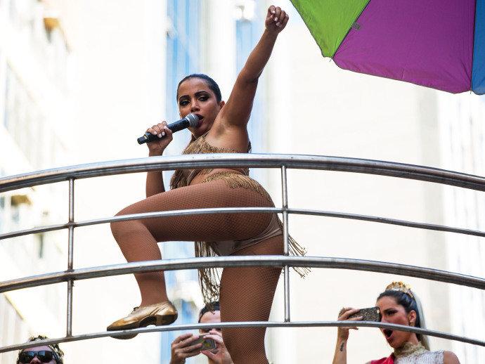 Rebolado da cantora levou artistas e fãs a loucura (Crédito: Reprodução)