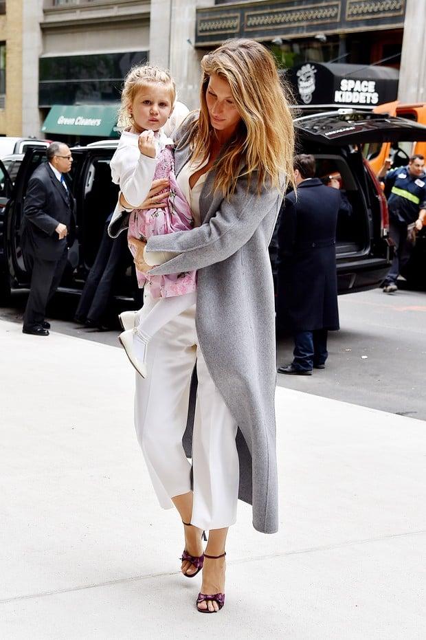 Gisele Bündchen passeia com a família em Nova York (Crédito: AKM-GSI)