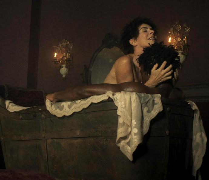 Aos 58 anos, Maitê Proença impressiona com nude e boa forma em novela (Crédito: Reprodução)