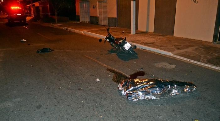 Motociclista sofreu uma forte pancada na cabeça.  (Crédito: Kairo Amaral)
