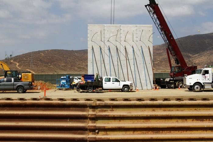 Muro começa a ser instalado como teste na fronteira entre ...