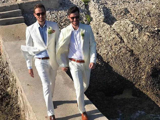 Após vazamento de nude, Victor Vieira se casa com francês ...