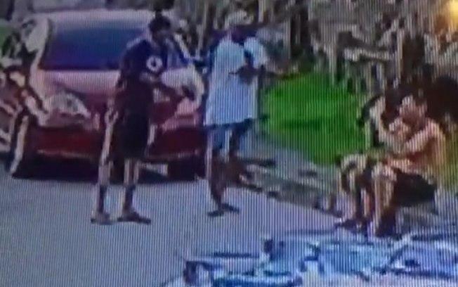 Resultado de imagem para Câmera flagra sargento da PM sendo executado por dupla – VÍDE