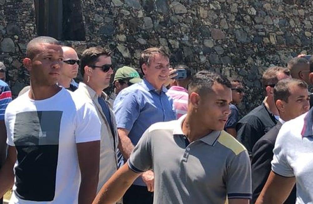 Jair Bolsonaro Visita Farol Da Barra Durante Férias Em