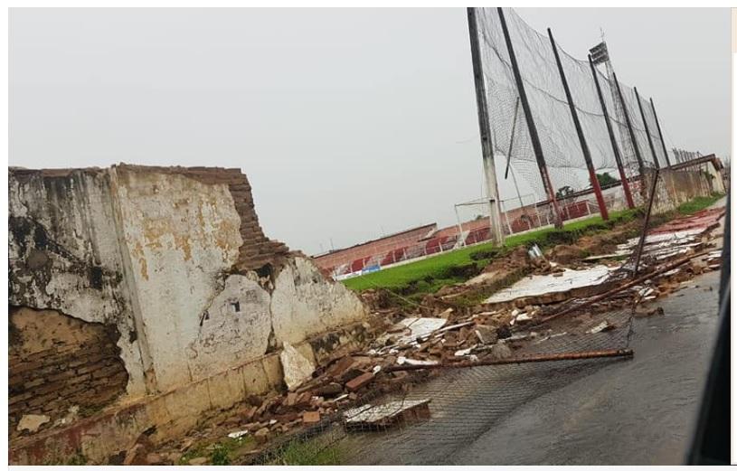 65638cd9963 Muro de estádio em Piripiri cai após fortes chuvas na cidade