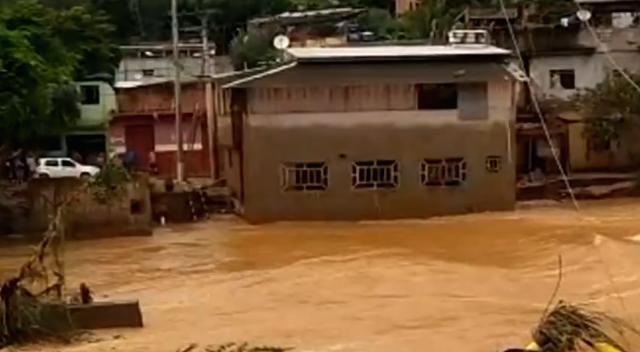 Enchente leva casa de 2 andares na Zona da Mata de MG 2