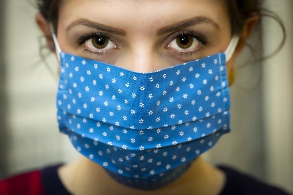 Infectologista orienta sobre uso de máscaras caseiras
