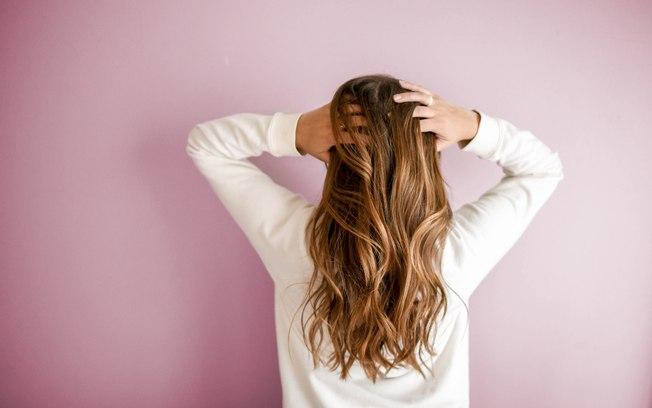 Lavar os cabelos com água quente