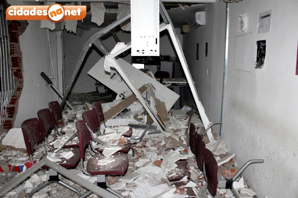 Bandidos armados explodem terminal do Bradesco e queima veículo na PI-455 4